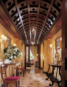 Very cool ceiling - Interior Design Jacques Garcia Beautiful Interior Design, Beautiful Interiors, Architectural Digest, Architecture Details, Interior Architecture, Apartment Decoration, Barrel Ceiling, Plafond Design, My Pool