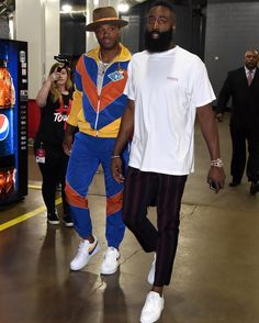 Most stylish duo in the NBA or nah? Nba Fashion, Mens Fashion, Junior Fashion, Mode Masculine, Estilo Street, Black Men Street Fashion, Stylish Mens Outfits, Simple Outfits, Urban Street Style