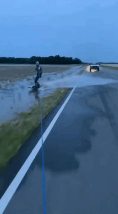 Wakeboarder gets pulled over Crazy Funny Videos, Super Funny Videos, Funny Video Memes, Stupid Funny Memes, Funny Laugh, Wtf Funny, Funny Cute, Really Funny, Hilarious