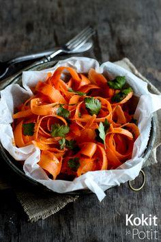 Kokit ja Potit -ruokablogi: Porkkanasalaatti harissakastikkeella