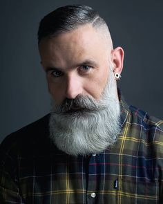 Gorgeous Silver bear's Full Bearded Hungarian ❤️ – coiffures et barbe hommes Beard Styles Names, Beard Styles For Men, Hair And Beard Styles, Epic Beard, Sexy Beard, Full Beard, Grey Beards, Long Beards, Beard Cuts