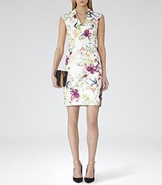 Need a new dress? Shop our extensive range of outlet dresses for sale online now. Perfect for event season, the office or a night out, our dress sale has plenty of stylish options. Dresses For Sale, Nice Dresses, Short Dresses, Dresses For Work, Reiss Looks, Reiss Dresses, Dress Codes, Trendy Outfits, Fashion Dresses