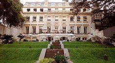 Palácio Duhau - A bela construção onde agora funciona este exclusivo hotel de Buenos Aires era uma mansão dos tempos da Belle Époque, quando Argentina se gabava de ser um dos países mais ricos do mundo. Manteve-se o charme clássico, mas com pitacos bem dosados de modernidade. Na adega, mais de 700 vinhos argentinos da mais alta qualidade. Diária a partir de US$ 480, para duas pessoas.
