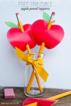 Celebrate back to school with these FREE Apple Printable Pencil Toppers. Perfect for back to school gifts for teachers staff or classmates. Back To School Gifts For Teachers, Back To School Party, Back To School Crafts, School Fun, Apple Decorations, School Decorations, Teacher Appreciation Gifts, Teacher Gifts, Teachers Day Gifts