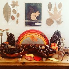 23.01.2019 - Tables d'automne - Inspiration Waldorf - Steiner Nature Table, Nature Decor, Nature Crafts, Winter Table, Autumn Table, Autumn Nature, Autumn Art, Autumn Decorating, Fall Decor