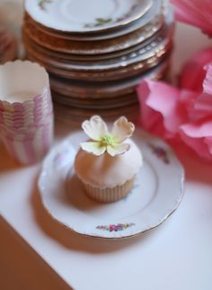 Cupcake with Sugar Flowers | photography by http://instagram.com/elizabethmessina