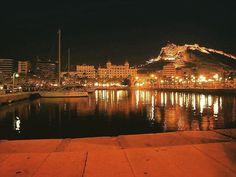 #GentedeAlicante Muy buenas noches Amig@s hoy dando un paseito por el puerto de Alicante celebrando el El veranillo de San Miguel :-) Bona Nit  #Lamillorterretadelmon.#fotografía #Alacant #costablanca #spain #España #love #mediterraneo #comunitatvalenciana #visitalicante #beachlife #beach #fotosdeAlicante  #igers #spanien  #puertodesalida