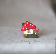 Домик Мухоморчик. Брошь - ярко-красный,белый,грибы,домик,брошь мухомор