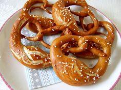 Brezen, ein sehr leckeres Rezept aus der Kategorie Brot und Brötchen. Bewertungen: 253. Durchschnitt: Ø 4,7.