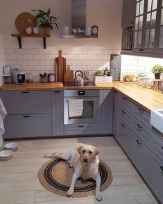 33 Magnificient Small Kitchen Design Ideas On A Budget ~ Beautiful House Home Decor Kitchen, New Kitchen, Interior Design Living Room, Design Interior, Kitchen Ideas, Best Kitchen Designs, Cuisines Design, Cozy House, Cool Kitchens