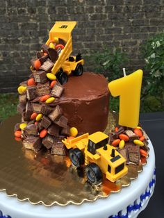 Easy and adorable construction birthday party cake