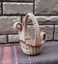 Купить или заказать Корзинка курочка плетёная в интернет-магазине на Ярмарке Мастеров. Корзинка Курочка оригинальный подарок своим близким и друзьям. Удивит взрослых и порадует детей, хорошо впишется в любой интерьер, изготовлена из экологически чистых…