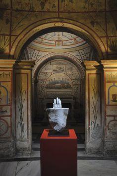 """JAGO   Artist - """"Through"""" (Attraverso) - Sculpture 2015 - sasso di fiume - marmo"""
