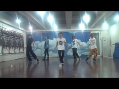 SHINee 샤이니_Sherlock•셜록 (Clue + Note)_Only Dance  This choreography is composed by Tony Testa, a former choreographer of Jacksons (MJ and JJ). It is very complicate, powerful, and artistic and remind me about Michael Jackson. SHINee perform it pretty well. They really looks good.