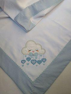 Manta em flanela (cueiro) bordado; pode ser personalizado com o nome da criança acabamento em tecido 100% algodão e sianinha... Peça indispensável para o enxoval do bebê... medidas 77x 77cm Consulte disponibilidade de outras cores e estampas - CA3DC6 Quilt Baby, Baby Embroidery, Embroidery Stitches, Chevron Crochet, Baby Sheets, Survival Blanket, Baby Sewing Projects, Work Gloves, Weighted Blanket