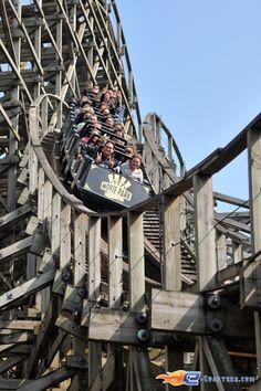 11/11 | Photo du Roller Coaster Bandit situé à Movie Park Germany (Allemagne). Plus d'information sur notre site http://www.e-coasters.com !! Tous les meilleurs Parcs d'Attractions sur un seul site web !! Découvrez également notre vidéo embarquée à cette adresse : http://youtu.be/zGp3Uj6R2w4