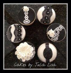 B&W lace cupcakes