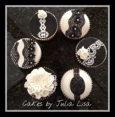 B&W lace cupcakes