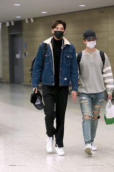 Most popular korean fashion men casual spring 53 ideas Korean Fashion Minimal, Korean Fashion Street Casual, Korean Fashion Dress, Korean Fashion Kpop, Korean Fashion Winter, Fall Fashion Outfits, Mens Fashion, Airport Fashion, Lgbt