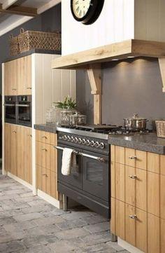 27 Simple Small Kitchen Ideas to Maximize Space [Trick & Tips] - Pandriva Small Kitchen Backsplash, Concrete Kitchen, Farmhouse Kitchen Island, Modern Farmhouse Kitchens, Little Kitchen, New Kitchen, Home Decor Signs, Cheap Home Decor, Beautiful Kitchens