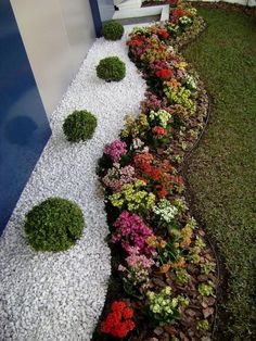 How you would like to utilize your yard is going to have substantial influence on planning your low-maintenance landscaping, so make sure to think about your needs before beginning the design…MoreMore  #LandscapingFrontYard