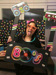 ideas for music theme decorations birthday parties photo booths Retro Party Themes, Disco Party Decorations, Birthday Decorations, 80s Birthday Parties, Music Themed Parties, 40th Birthday, Birthday Ideas, Disco Theme, 80s Theme