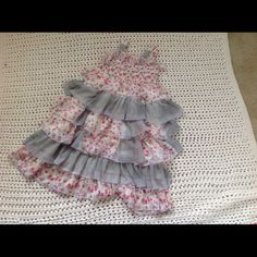 Girls size 4t ruffled  dress. Beautiful size 4t . Your princess will look adorable! Dresses Mini