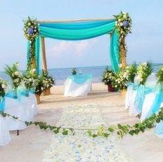 Beautiful beach #wedding decor! Image: ideasdecor.net #weddinginspiration