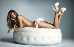 I know, don't you just love that comfy looking big pillowy white cushion, I'd like it in different colors.