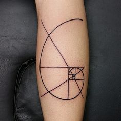What does fibonacci spiral tattoo mean? We have fibonacci spiral tattoo ideas, designs, symbolism and we explain the meaning behind the tattoo. Tattoos Arm Mann, Arm Tattoos For Guys, Future Tattoos, Leg Tattoos, Body Art Tattoos, Tatoos, Fibonacci Tattoo, Photomontage, Golden Ratio Tattoo