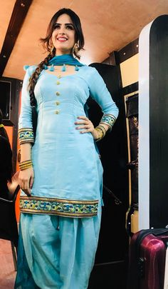 Punjabi Dress Design, Punjabi Suit Neck Designs, Patiala Suit Designs, Kurti Designs Party Wear, Beautiful Dress Designs, Beautiful Dresses, Punjabi Fashion, Indian Fashion, Pakistani Dresses