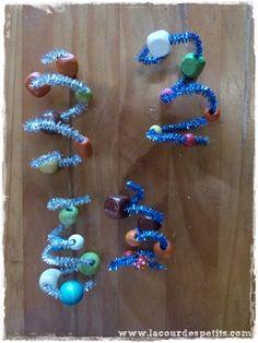bricolage noel creche Cure, Decoration, Origami, Beaded Bracelets, Drop Earrings, Activities, Diy, Bricolage Noel, Flower