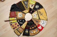 Harry Potter Tree Skirt, this would be amazing for my Harry Potter tree! Harry Potter Christmas Decorations, Harry Potter Christmas Tree, Hogwarts Christmas, Harry Potter Quilt, Harry Potter Nursery, Harry Potter Theme, Mistletoe And Wine, Christmas Makes, Christmas Stuff