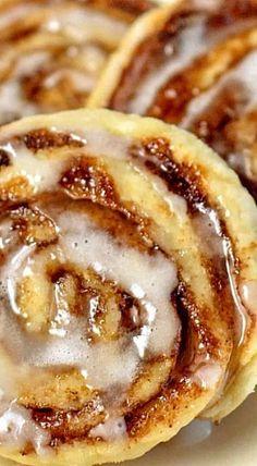 Cinnamon Sugar Pinwheel Cookies (perfect way to use leftover pie crust) ❊ Pie Crust Cinnamon Rolls, Cinnamon Roll Cookies, Empanadas, Pillsbury Pie Crust Recipes, Cookie Recipes, Dessert Recipes, Cookie Desserts, Cookie Bars, Ready Made Pie Crust