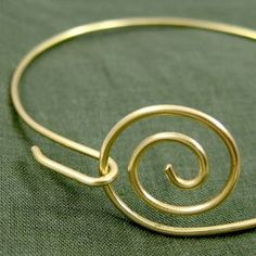 zen-spiral-bracelet-014 - How to make this super-sinple bangle. #wire #jewelry #tutorial