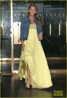 Blake Lively Wants More Than Two Kids with Ryan Reynolds!: Photo Blake Lively steps out in two outfits while promoting her upcoming movie The Shallows on Monday morning (June in New York City. The pregnant actress… Blake Lively Outfits, Blake Lively Style, Blake Lively's Kids, Pregnant Actress, Ryan Reynolds, Jenny Packham, Gossip Girl, Celebrity Photos, Her Style