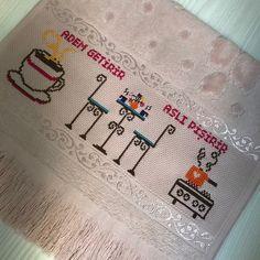 Minnoş bi' hediye daha   #elemeği #kanaviçe #mutfak #mutfakhavlusu #fiesta #fiestahavlu #eğlence #hobi #sanat #hediye #hediyelik #çeyiz #çeyizsandığı #pembe