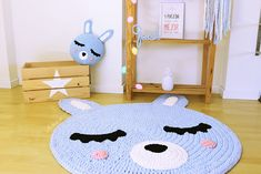 Image of Alfombra infantil conejito Crochet Mat, Crochet Rug Patterns, Knitted Blankets, Personalized Baby, Diy, Paper Crafts, Kids Rugs, Dolls, Knitting
