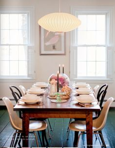 decorology: Check out this gorgeous vintage tablescape...