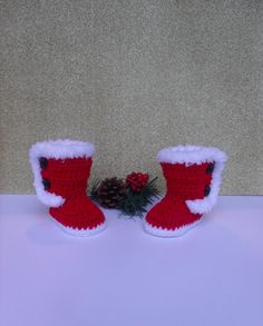 Check out this item in my Etsy shop https://www.etsy.com/listing/490808209/christmas-baby-booties-santa-baby