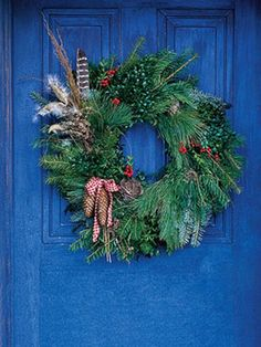 Christmas wreath http://www.digsdigs.com/31-cool-outside-christmas-decorations/