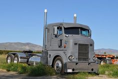 coe Peterbilt classic 350 REAL OLD PETE!!!!.