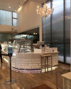 Paper Chandelier L by Studio Job via Moooi   www.moooi.com   #interiordesign #interior #design #lighting