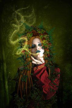 The image represents the Slavic goddess Mokosh. She is the goddess of fertility and femininity.