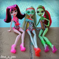 draculaura, lagoona blue and venus mcflytrap. Cool Monsters, Famous Monsters, Love Monster, Monster High Dolls, Calling All The Monsters, Vampires, Art Inspiration Drawing, Doll Repaint, Doll Shoes