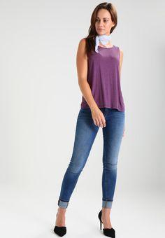 ¡Consigue este tipo de camiseta de rayas de Tom Tailor Denim ahora! Haz clic ba8716b4059d