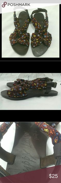 Guppy Love by Blowfish sandal brown fabric EUC Size 8.5 Vegan Fabric upper in a brown paisley print Buckles Leather look brown sole Flat Blowfish Shoes Sandals