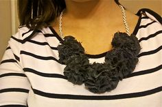 Today my friend Rachel of The Obriens has graciously agreed to share her pom pom necklace tutorial with us. Take it away, Rach... -------...