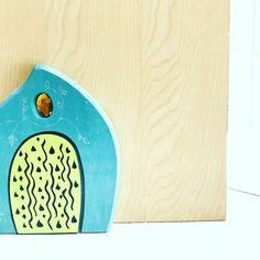 Porta un po' di magia nella tua casa! Metti una fairydoor su una parete e lascia entrare la magia ❤️ Bamboo Cutting Board, Wooden Toys, Home, Wooden Toy Plans, Wood Toys, Woodworking Toys