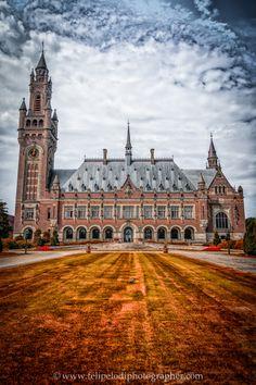 El Palacio de Paz de #LaHaya es la sede del Tribunal Internacional de Justicia. http://www.viajaraamsterdam.com/ciudades-para-visitar/la-haya/